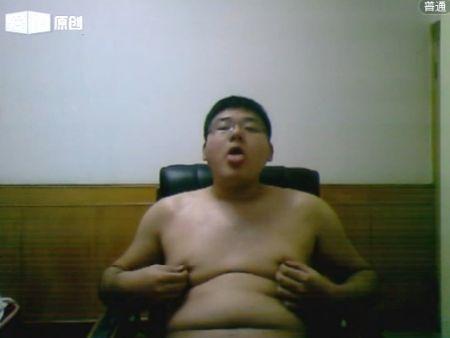 アジア系のポチャデブ君のウェブカメラ越しのオナニー動画をどうぞ!