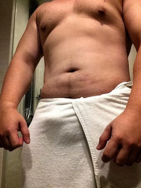 ガチムチさんの腰タオルの股間もっこり画像を見てみる!