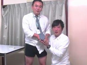 【ノンケデブ動画】ムチッとした社員さんのパンツが見れる!股間の匂いを嗅いでみたい!