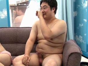 ノンケの童貞ポチャ男子、テレている癖にチンポは完全勃起!赤面筆おろし!