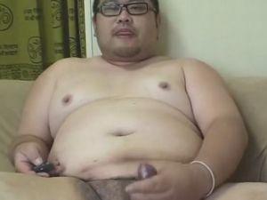 【デブ動画】眼鏡デブが投稿した全裸オナニーを見てみる!