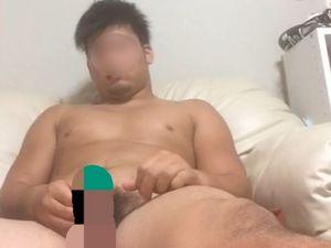【本物ノンケ動画】期待大!ガチムチのかわいいノンケ君が全裸でチンポをシコシコするところを見てみる!