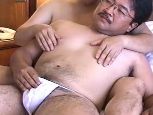 熊親父ゲイ動画!メガネを掛けたカッコいい親父さんのオナニーから熟練交尾までをしっかりどうぞ!