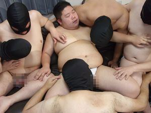 全員デブの大乱交で性欲旺盛のイモカワ君も満足して連続射精!