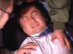 【デブ動画】酒に酔ったぽっちゃりリーマンが男に犯される!緩んだケツをがっつり掘り込まれる!