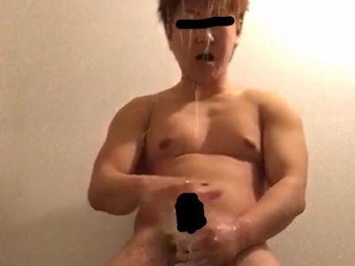 【本物ノンケ動画】驚き!性欲たっぷりのガチムチくんが潮吹きという荒技を見せてくれました!