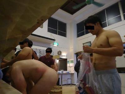 【本物ノンケ動画】大人気!ラグビー部員が風呂場で着替えるシーン!まる見えです!