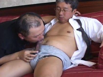 【親父ゲイ動画】エロ課長さんのアナル性生活を見てみる。太マラもしっかり受け入れる熟練ケツマンコ!