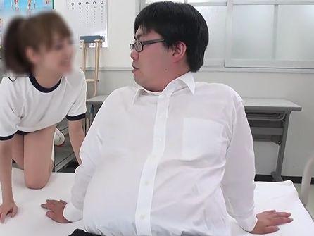 【ノンケ向けAVより】真面目な感じの若デブが保健室でエッチいコトしちゃってます!
