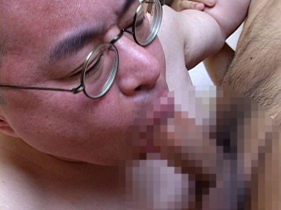 【デブ親父動画】42歳のちびまるお君が憧れの生巨根課長の生デカチンで掘り込まれる!