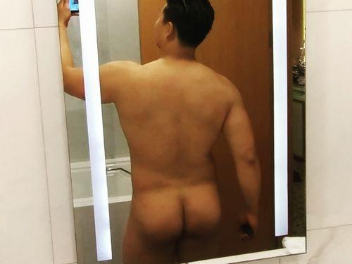 【デブ画像】ムッチリしたガタイの兄貴が全裸でケツを見せてくれました。(4枚)