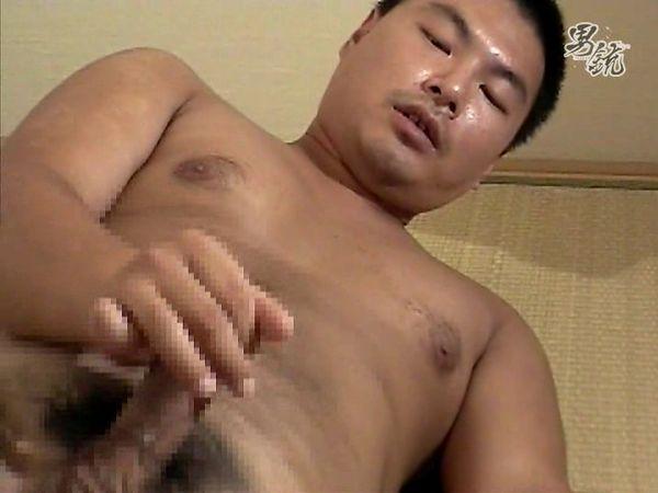 【デブ動画】人気のガチムチ郷太君の丸見え全裸オナニーを見てみる!