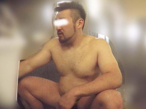 【本物ノンケ動画】むっちり体型の髭熊オヤジが銭湯で体を洗うシーンをどうぞ!