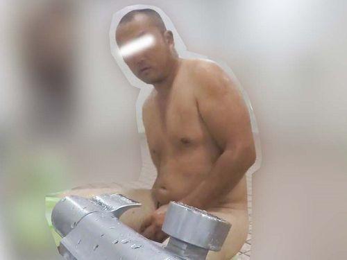 【本物ノンケ動画】イカつい坊主のデブ兄ちゃんが体を洗うシーンを見てみる!【期間限定】