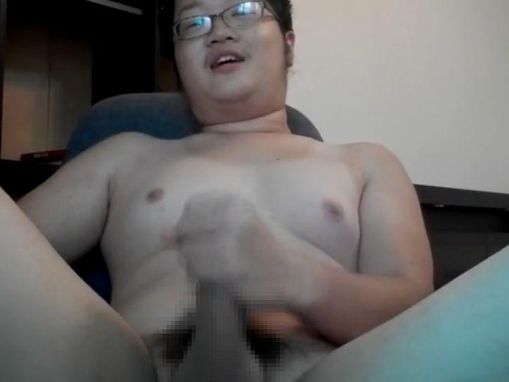 かわいい包茎デブ男子の全裸オナニーを見てみる!チンポしゃぶりて~。