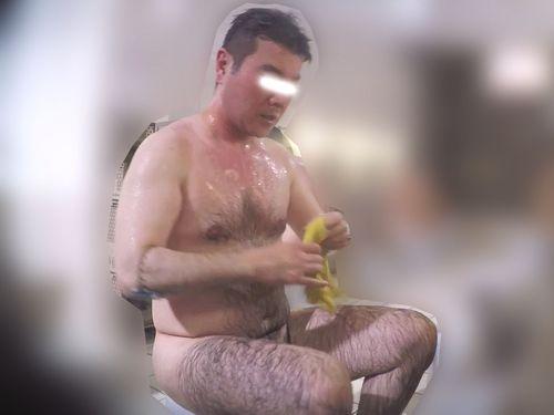 【本物ノンケ動画】レアな毛深いガチムチ親父が登場!銭湯で体を洗うシーン!【期間限定】