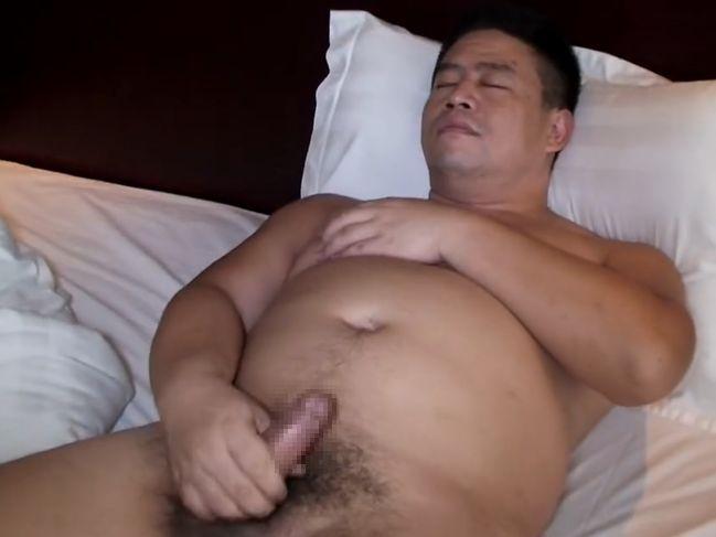 【デブ動画】短髪ガチデブ親父の全裸オナニー