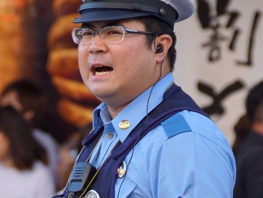 【デブ画像】中年のカッコいい警察官を見つけました!