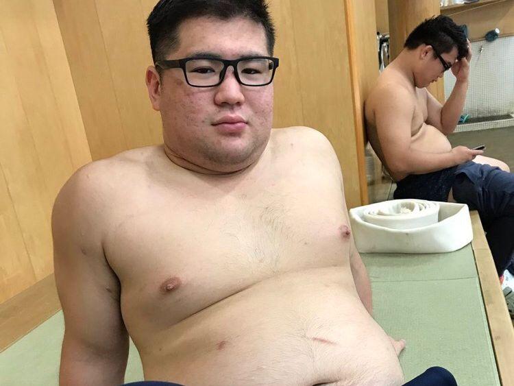 【デブ画像】かわいい顔して実はバリバリの学生相撲部員です!