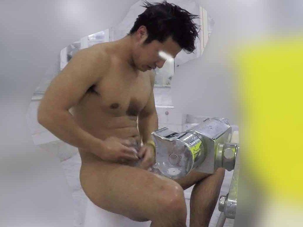【本物ノンケ動画】胸板の厚いカッコいい体育会男子の身体を洗うシーンを見てみる!