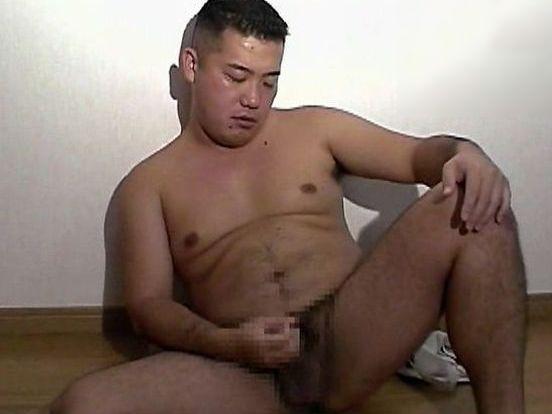 【デブ動画】短髪が似合うガチデブ日本男児がオナニーに没頭【無修正】