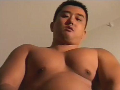 【デブ動画】ガチムチのエロい体型の日本男児が男のケツをガンガン掘り込む!