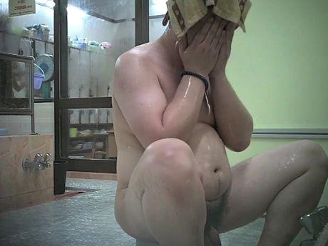 【本物ノンケ動画】ノンケ男子の銭湯での無防備な姿を盗撮!デブ親父も発見!