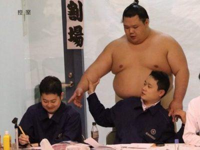 【デブ画像】相撲男子のひとコマ
