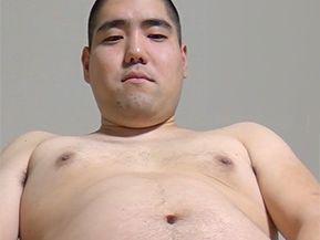 男に体を触られるのは初めてのノンケイモ坊主君がビデオに初挑戦!