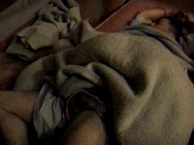【本物ノンケ動画】高崎のサウナで寝てる男子、布団をめくりチンポをモミモミ!