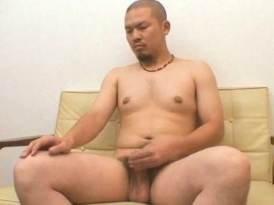 【無修正ノンケ動画】坊主のガテン系むっちり男子の全裸オナニー!