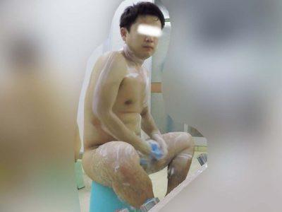 【本物ノンケ動画】童顔で可愛いガチムチ男子のずっしりチンポを盗撮!