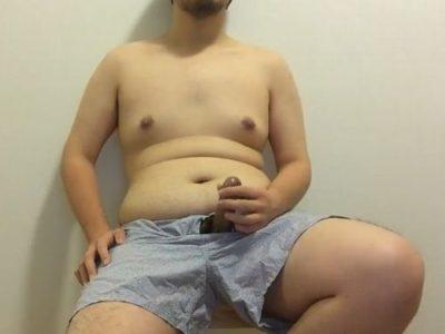 【デブ動画】日本のデブ男子の包茎チンポ全裸オナニー!
