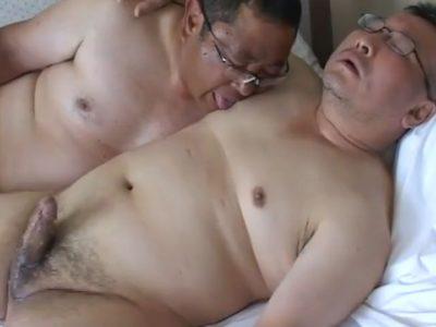 【デブ動画】中年デブ親父の濃厚フェラ!うまそうにチンポをしゃぶる!