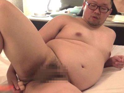 172cm×100kgの仮性包茎男子がディルドを使って全裸オナニー!