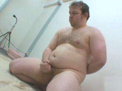 素人白人男子の全裸オナニーは珍しい!チンポしっかり見えちゃいます!
