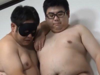 【デブ動画】お馴染みの若いメガネデブ男子と覆面デブ熊のエロ交尾!