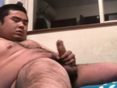 【デブ動画】ノンケの素人デブ熊男子がチンポをシゴいています!