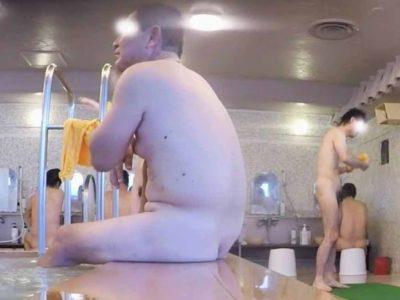 【本物ノンケ動画】朝から銭湯で勃起気味のデブ親父を観察!