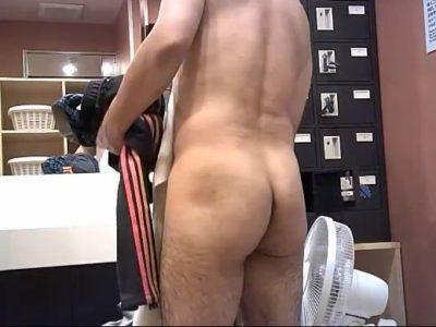 【本物ノンケ動画】風呂場の脱衣所にて