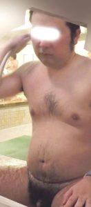 【本物ノンケ動画】30代後半の毛深いノンケお兄さんが風呂で身体を洗う姿!